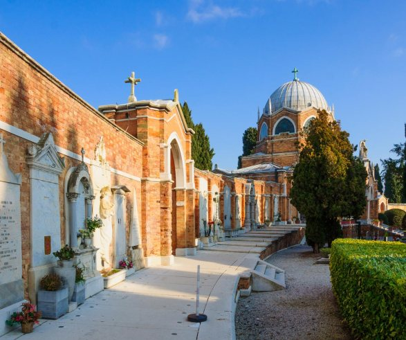 Graves-at-San-Michele-cemetary-RnDmS-iStock-www_istockphoto_com_gb_photo_san-michele-island-venice-gm465968610-59502336-RnDmS